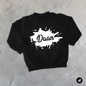 sweater-zwart-naam-spetter