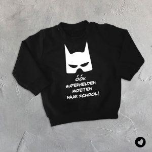 sweater-zwart-superhelden-school