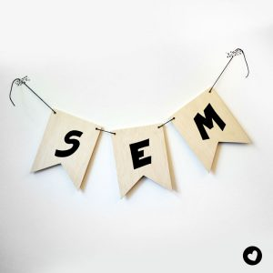 vlaggetjes-hout-lettertype-1